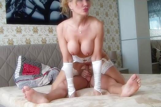 Жена купила новое белье и предложила снять порно